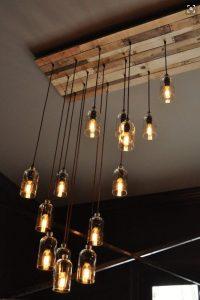 Bottiglie di vetro riciclate per delle bellissime lampade vintage (Fonte foto: it.pinterest.com/pin/476185360581379698/)