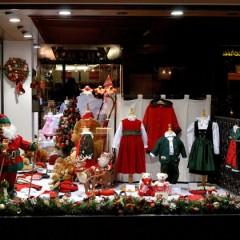 Come allestire le vetrine natalizie: consigli, suggerimenti e spunti dai brand