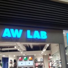 AW LAB franchising, il marchio di scarpe e abbigliamento urban sport style