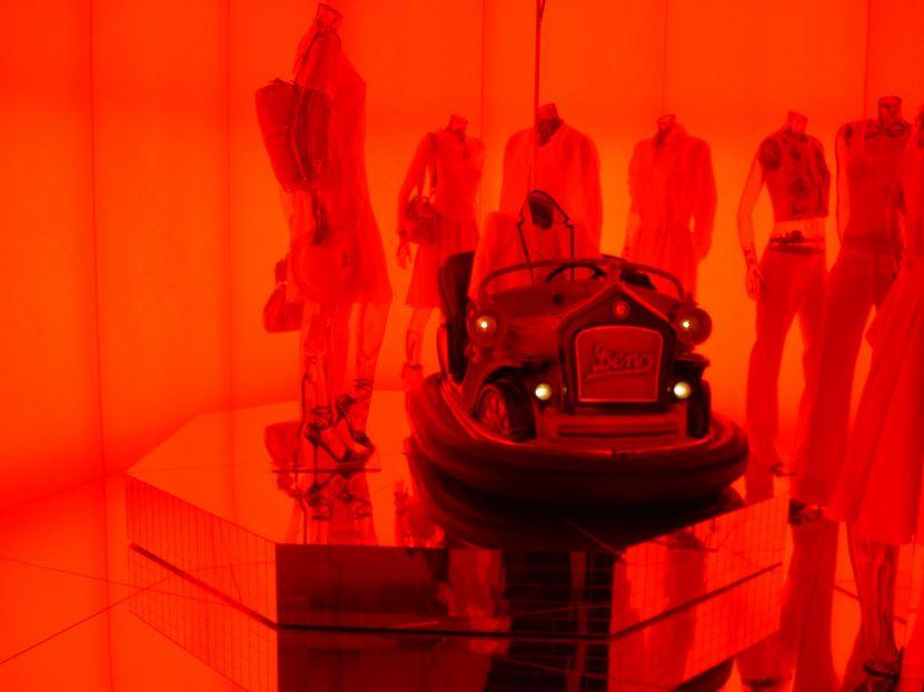 Negozio di abbigliamento - rosso e arancio