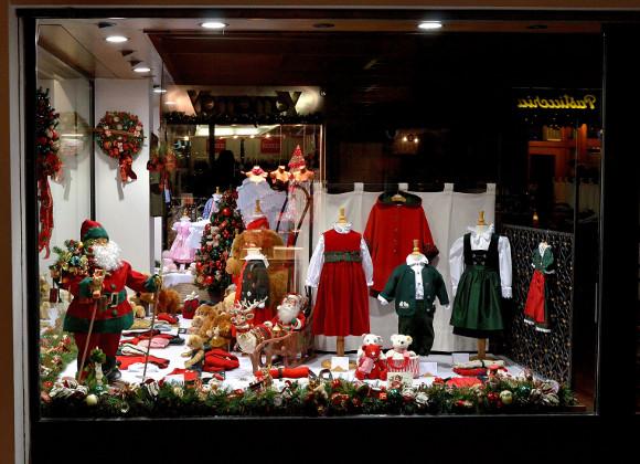 Vetrine Di Natale Abbigliamento.Come Allestire Le Vetrine Natalizie Idee Esempi E Consigli
