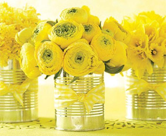 barattoli con fiori per vetrina festa della donna